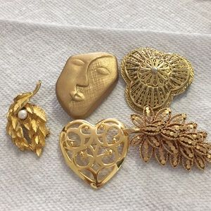 Bundle of vintage Gold Tone Brooches